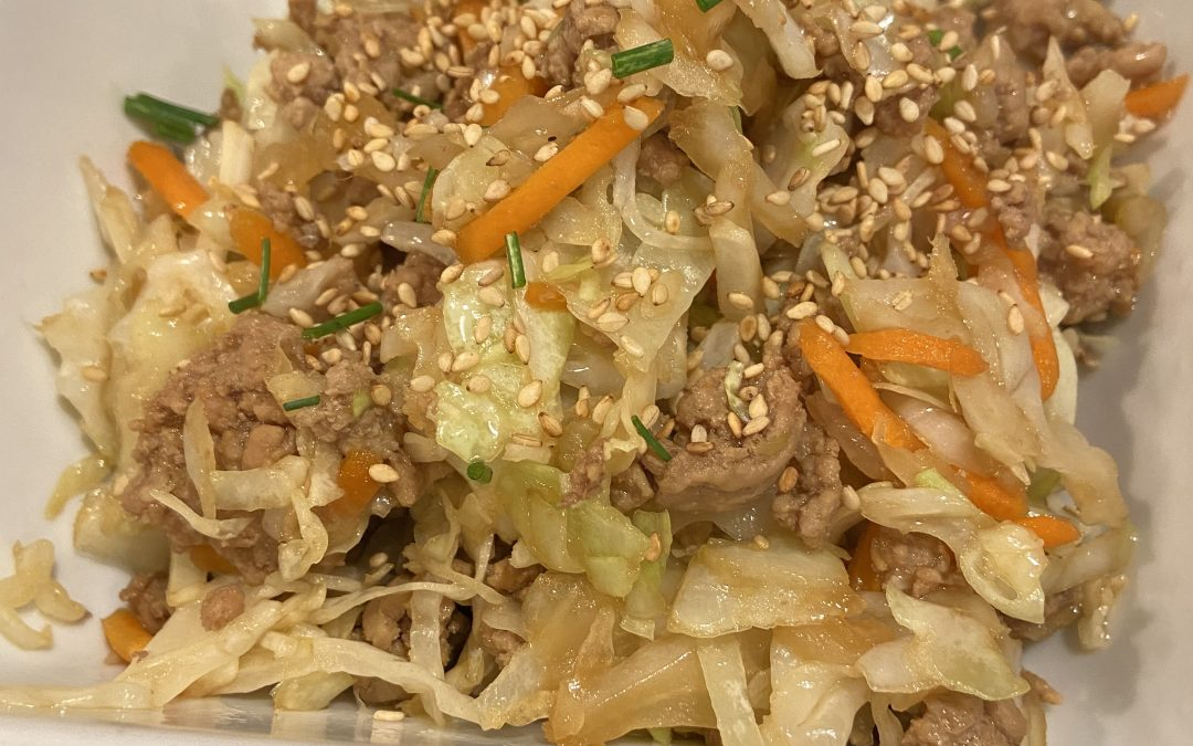 Five Ingredient, One Pot Healthy Dinner – Egg Roll In a Bowl